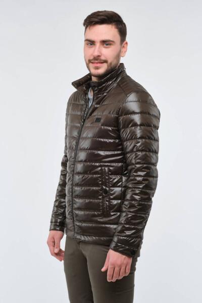 Стьобана коротка демісезонна куртка.