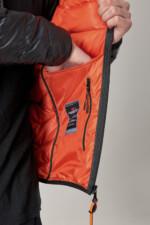 Куртка чорного кольору з капюшоном, підклад помаранчевий