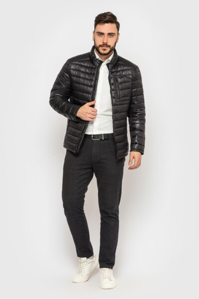 Стьобана куртка, на кожен день, чорного кольору, лакова із нейлону. .